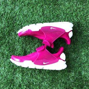 Like New Women's Nike Dark Pink Sock Dart Shoe!**